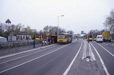 DIA02653 Brielle; ; Het busstation langs de Groene Kruisweg. Op de achtergrond het chinees restaurant in de voormalige ...