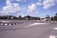 DIA02675 De Thoelaverweg, met het terrein van Luveto, gezien vanaf de overkant van de Groene Kruisweg; ca. 1991