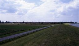DIA15352 Geervliet; ; Kijkje op de Noorddijk. Met rechts het Voedingskanaal, ca. 1993