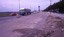 DIA40196 Spijkenisse; ; Werkzaamheden om de Groene Kruisweg te verbreden en een fietspad aan te leggen, 21 juni 1969