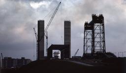 DIA40467 Spijkenisse; ; Aanbouw nieuwe Spijkenisserbrug, 15 april 1977