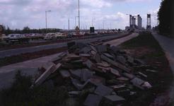 DIA40524 Spijkenisse; ; File voor de oude brug, 13 mei 1978