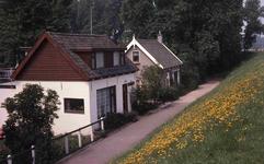 DIA40526 Woningen aan de Beneden Molendijk in Hoogvliet; 13 mei 1978