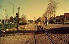 DIA41523 Spijkenisse; ; Tramstation met de kruising Stationsstraat. Op de achtergrond de Spijkenisserbrug, September 1963