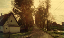 DIA41669 De Vierambachtenkade langs de Vierambachtenboezem; September 1963