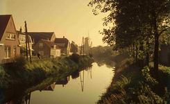 DIA41673 De molen, gezien van de Eerste Heulbrug, links de Molenlaan; September 1963