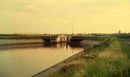 DIA41726 Spijkenisse; ; De nieuwe sluis in de haven van Spijkenisse, 1963