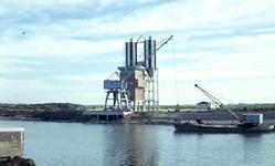 DIA41742 Spijkenisse; ; De Haven van Spijkenisse, de betonsilo's van Firma A. de Boo, November 1966