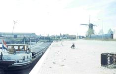 DIA41744 Spijkenisse; ; De loswal aan de haven van Spijkenisse, November 1966