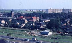 DIA41931 Spijkenisse; ; Gezicht vanaf de Churchillflat op het dorp. Op de achtergrond de Marrewijkflat, September 1969