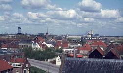 DIA41991 Spijkenisse; ; De oude dorpskern met op de achtergrond de molen, gezien vanaf de Dorpskerk, 1972
