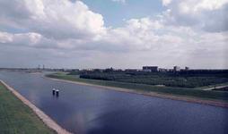 DIA42022 Spijkenisse; ; Het Voedingskanaal, gezien vanaf de Hartelbrug, 1973