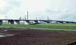 DIA42065 Spijkenisse; ; De Botlekbrug over het Voedingskanaal, September 1972