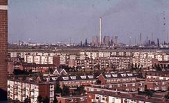 DIA42145 Spijkenisse; ; Zicht op de wijk Hoogwerf, de industrie op de Botlek en de Botlekbrug, vanaf de Churchillflat, ...