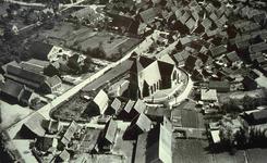 DIA42207 Spijkenisse; ; Luchtfoto van de Dorpskerk en het vroegere dorp, ca. 1935