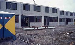 DIA42218 Woningbouw in Hoogvliet nabij het metrostation; ca. 1972