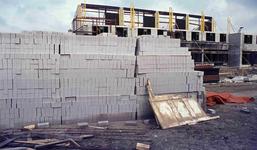DIA42222 De bouw van woningen; ca. 1980
