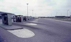 DIA42225 Busstation bij Metrostation Hoogvliet; ca. 1985