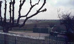 DIA42241 De metrolijn, verhoogd op een viaduct; ca. 1985