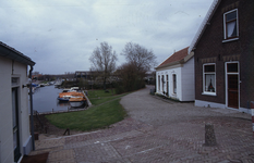 DIA70042 Kijkje op de haven vanaf het Werfplein; ca. 1991