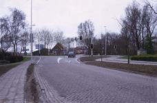 DIA70058 Verkeerslichten bij de kruising van de Groene Kruisweg en de Henri Fordstraat, gezien vanaf de Molendijk; ca. 1991