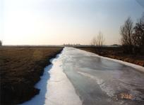 AB_GROENEWEG_001 Bevroren watering, gezien vanaf de Groeneweg; 1 februari 1996