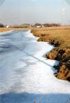 AB_GROENEWEG_003 Bevroren watering, gezien vanaf de Groeneweg; 1 februari 1996