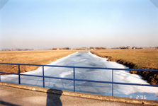 AB_GROENEWEG_004 Bevroren watering, gezien vanaf de Groeneweg; 1 februari 1996