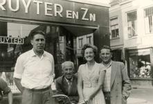 BR_BEDRIJVEN_HEIJMANS_004 De familie Heijmans van Heijmans Transport. Van links naar rechts Hermanus Heijmans en Jaap ...
