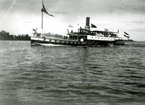 BR_BRIELSEMAAS_009 Brielle; Schip met passagiers op de Brielse Maas, ca. 1930