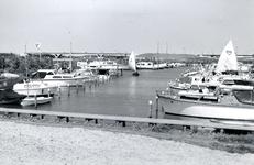 BR_BRIELSEMEER_108 Recreatiehaven langs het Brielse Meer; April 1973