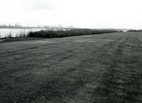 BR_BRIELSEMEER_116 Brielle; Het recreatiegebied langs het Brielse Meer, bij de Krabbeweg voor de aanleg van het ...