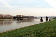 BR_BRUGGEN_HARMSENBRUG_003 Brielle; De Harmsenbrug over het Hartelkanaal, 26 maart 1998