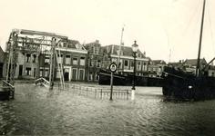 BR_BRUGGEN_JULIANABRUG_009 Hoog water op het Maarland bij de Julianabrug; ca. 1947