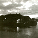 BR_BRUGGEN_JULIANABRUG_037 Het Noord Spui met de Julianabrug en aan weerszijde de historische panden; ca. 1975