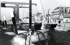 BR_BRUGGEN_JULIANABRUG_054 De Julianabrug, met op de voorgrond het schip Troost; ca. 1967