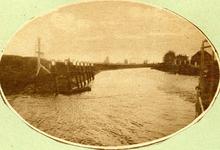 BR_BUITENHAVEN_055 Kijkje op de ingang van de Buitenhaven en het Havenhoofd vanaf de Maas; ca. 1920