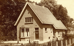 BR_GJVDBOOGERDWEG_030 Kijkje op de woning van Eigenraam op de hoek van de G.J. van den Boogerdweg en de A.J. ...