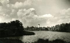BR_KAAIVEST_006 Brielle; Kijkje op de Wallen en de Kaaivest. Op de achtergrond de watertoren en de HBS, ca. 1948