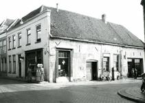 BR_NOBELSTRAAT_045 Garage Vink op de hoek van de Nobelstraat en Varkensstraat; 10 maart 1961