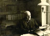 BR_PERS_BEEN_007 Archivaris Johan Been op zijn werkkamer; ca. 1920