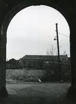 BR_POORTEN_KAAIPOORT_003 Kijkje op de achterzijde van het Slagveld, gezien vanuit de Kaaipoort; ca. 1955