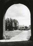 BR_POORTEN_KAAIPOORT_004 Kijkje op het Egter van Wissekerkeplein, gezien vanuit de Kaaipoort; ca. 1955