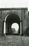 BR_POORTEN_KAAIPOORT_005 De Kaaipoort, met op de achtergrond het Egter van Wissekerkeplein; ca. 1960