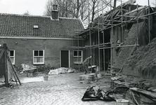 BR_POORTEN_KAAIPOORT_026 De Kaaipoort en de woning Kaaistraat 27 tijdens de restauratie; ca. 1971