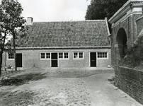 BR_POORTEN_KAAIPOORT_029 De Kaaipoort en de woning Kaaistraat 27 na de restauratie; 1973