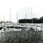 BR_ROCHUSMEEUWISZOONWEG_044 Plezierjachten in de jachthaven M.H. Tromp; 1 juni 1972