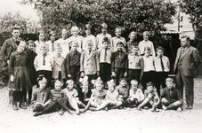 BR_SCHOLEN_BIJBEL_006 Klassenfoto van de school met de Bijbel aan de Schoolstraat; ca. 1925