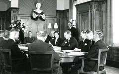 BR_STICHTINGBRIELSEMAAS_002 ; Het passeren van de notariële akte tot oprichting van de Stichting Recreatie Brielse Maas ...