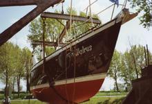 BR_TURFKADE_144 Bij Scheepswerf Delta van Van der Torren wordt de Walrus te water gelaten; ca. 1990
